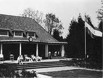Het clubhuis in 1954